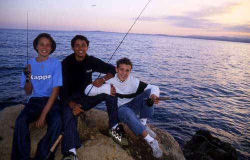 La pêche à la mouche en mer : une pêche sportive qui réunie toutes les générations.