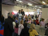 Charly de Rod & Pod encadre les enfants sur le stand Promopeche