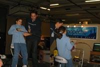 Florian BOUDEAU de PecheWeb.com encadre les enfants sur le stand Promopeche